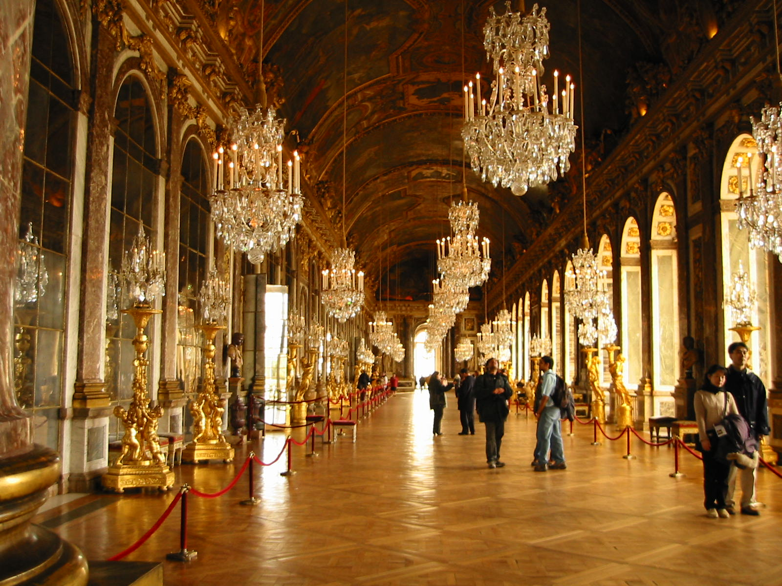 Check Out Versailles: ...